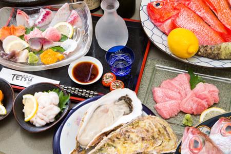 天然生鱼片,肝,烤金枪鱼等豪华课程